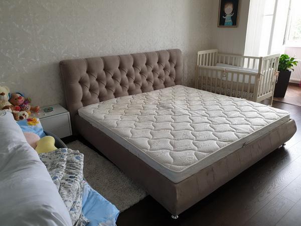 замена обивки изголовья кровати